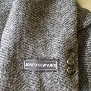 Jones New York Jackets & Coats - Jones New York vintage 100% wool jacket
